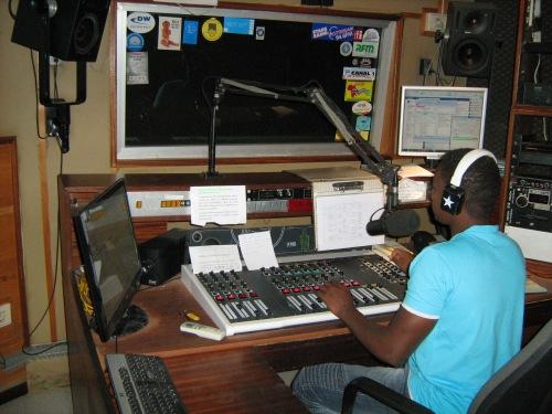 Lo studio di Radio Nova presso cui si è tenuto l'intervento di Silvia Punzo sulle attività di Si Ma Bô.